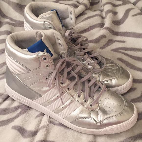 Adidas zapatos Silver pro Conferencia Hi Tops tamaño 12 poshmark